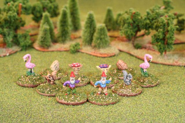 Dan becker 39 s 28 mm garden miniatures for Lawn and garden ornaments